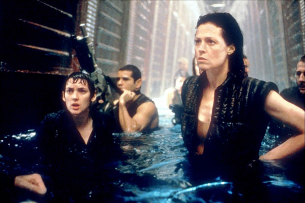 Mercenaries and Ripley run to the Betty - Alien: Resurrection