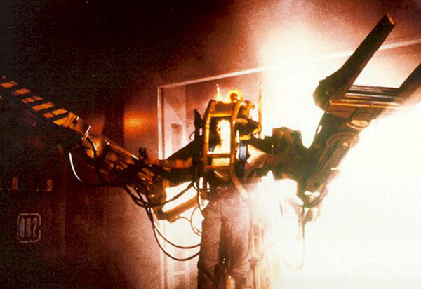 Final duel, Ripley in a handling robot against the beast... - Aliens