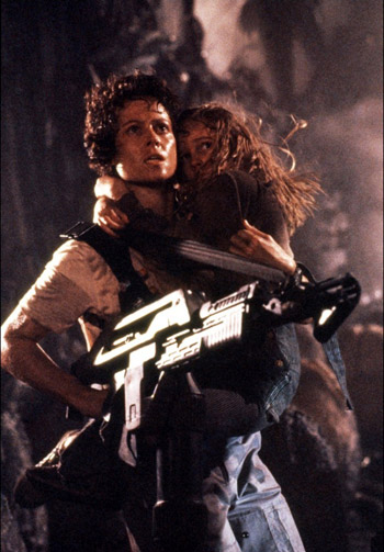 Ripley saves Newt from the queen's claws - Aliens