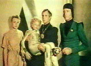 Diane, Hazard, Irk and Mike are prisoners of the Gonians - Battle of the Stars (Battaglie negli spazi stellari)