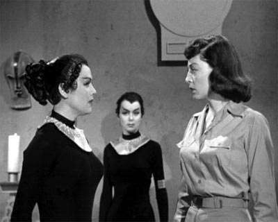 Helen learns that the Cat-Women have a telephatic capacity - Cat-Women of the Moon