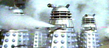 The terrible Daleks and their non-common weapons - Daleks Invasion Earth 2150 (Daleks' Invasion Earth: 2150 A.D.)