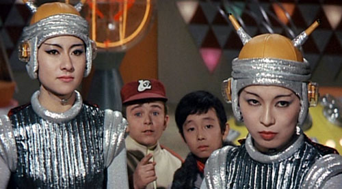Akio and Tom meet the inhabitants of the planet - Attack of the Monsters (Gamera tai daiakuju Giron)