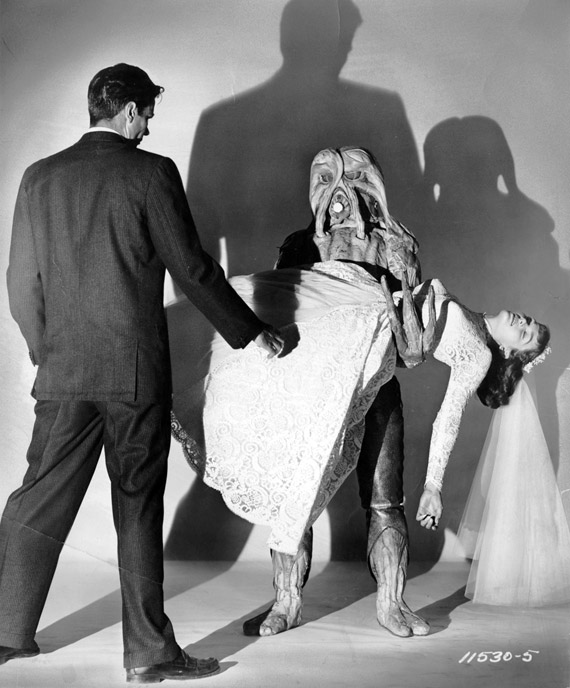 Photo de 'J'ai épousé un monstre' - ©1958 Paramount Pictures - J'ai épousé un monstre (I Married a Monster from Outer Space) - cliquez sur la photo pour la fermer