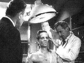 Quatermass and Briscoe understand that Carroon has undergo some physionomistic transformations - The Quatermass Xperiment