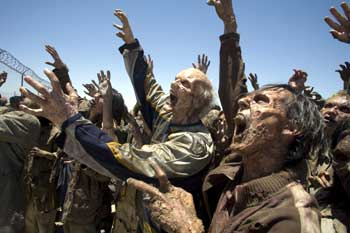 Facing zombies... - Resident Evil: Extinction