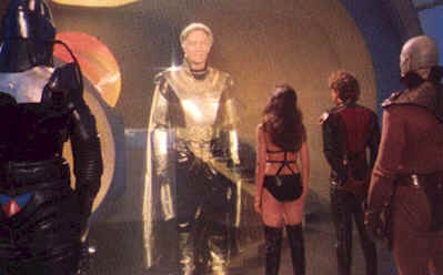 The Emperor makes a deal with the two rogues pilotes - Starcrash