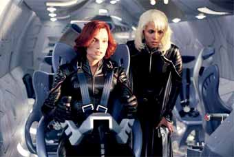 Jean Grey and Tornade are back to action - X-Men 2 (X2)