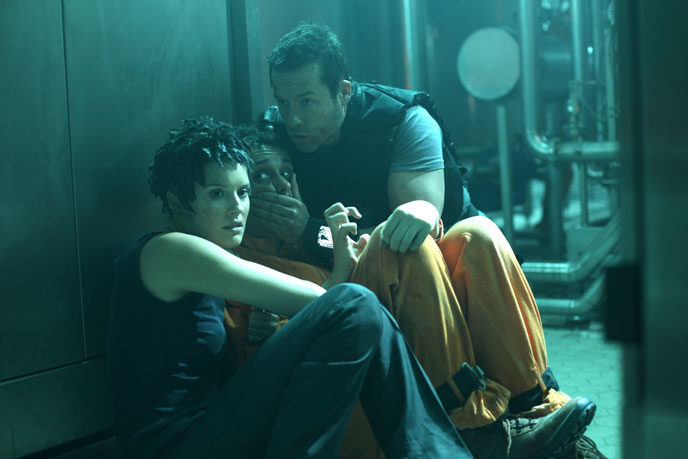 Photo de 'Lock Out' - © 2011 EuropaCorp. - Lock Out (Lock Out) - cliquez sur la photo pour la fermer